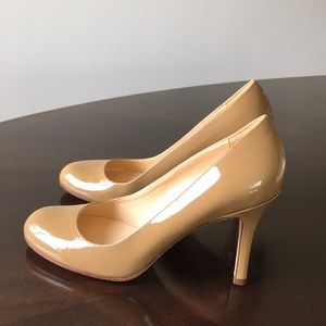 Kate Spade Glossy Beige Size 6M Round Toe Pumps